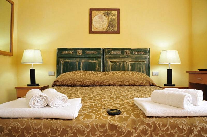 Dettaglio camera hotel fuile e mare
